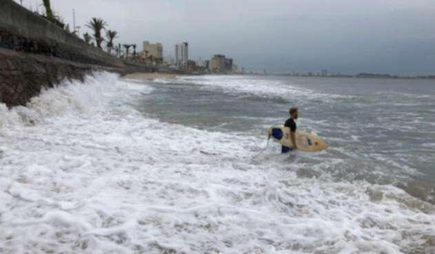 Protección Civil declaró en alerta verde las costas de Sinaloa, Jalisco y Nayarit.
