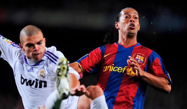 En el Barcelona-Real Madrid del 23 de diciembre de 2008 la figura era el brasileño Ronaldinho