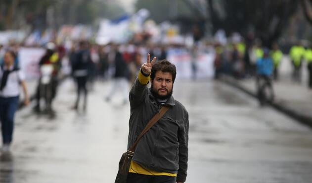 Cientos de estudiantes, directivos e incluso padres de familia se tomaron las calles de Bogotá para exigir recursos para las universidades públicas.
