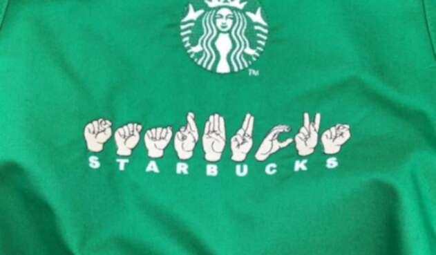 Fotografía de Starbucks y la lengua de signos.