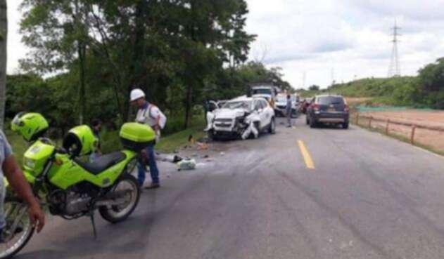 En el accidente murieron dos personas y tres más resultaron heridas.