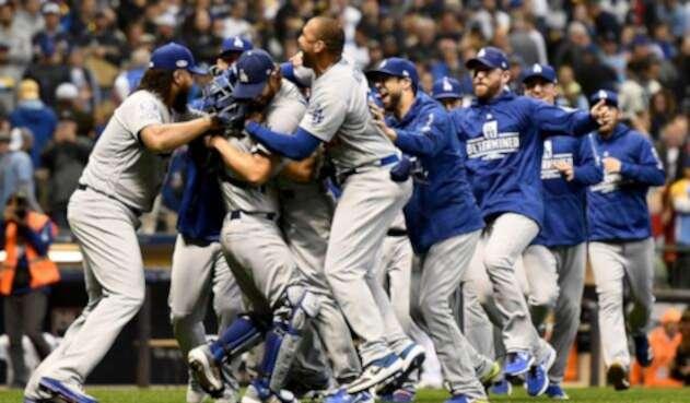 Los Ángeles Dodgers celebrando.