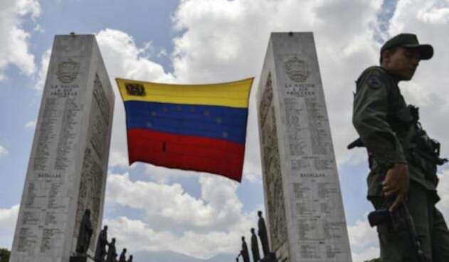 Bandera y militar en Venezuela