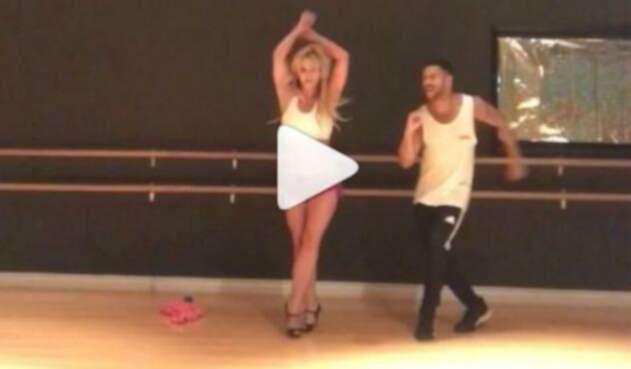 Britney Spears bailando salsa