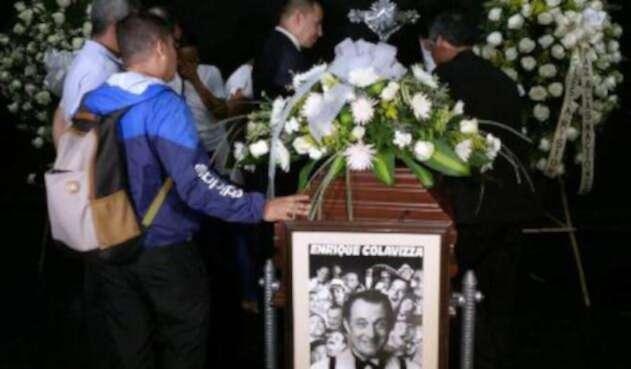 El cuerpo del humorista Enrique Colavizza es velado en cámara ardiente en el teatro Jorge Isaacs