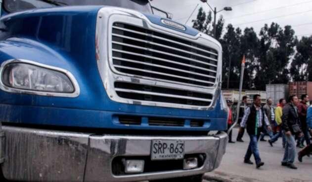 Camioneros marchan por la Calle 13