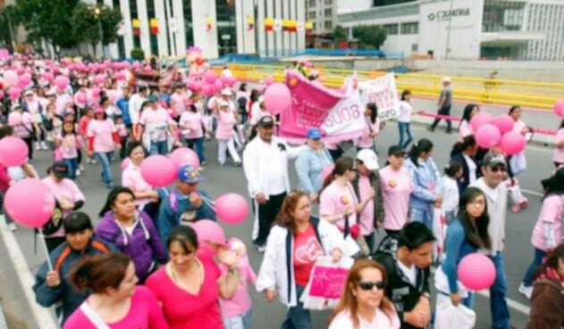 Caminata contra el cáncer de mama en Bogotá