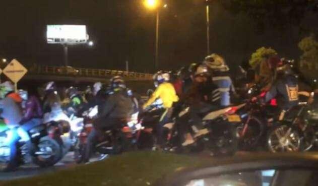 Caravana de motociclistas disfrazados en el norte de Bogotá