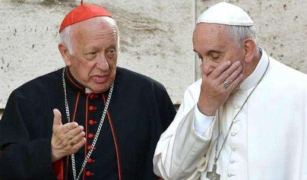El cardenal Ezzati con el papa Francisco.