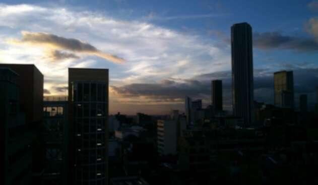 Bogotá anocheciendo