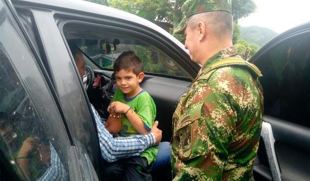 Cristo José Contreras junto con las Fuerzas Militares