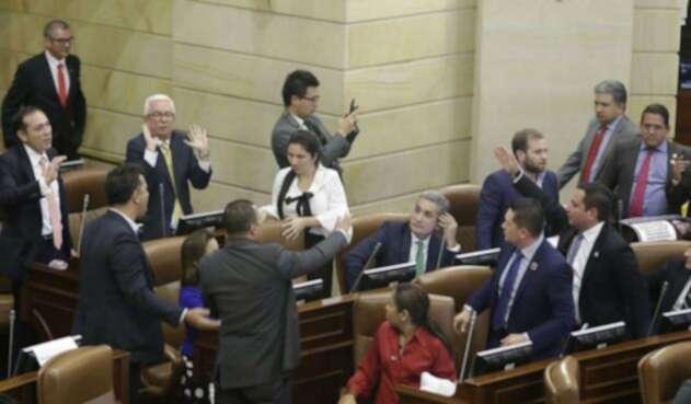 Debate de moción de censura a Carrasquilla