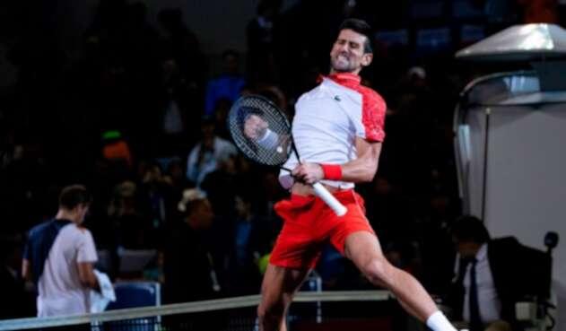 Novak Djokovic celebra el título ganado en el Masters 1000 de Shangai