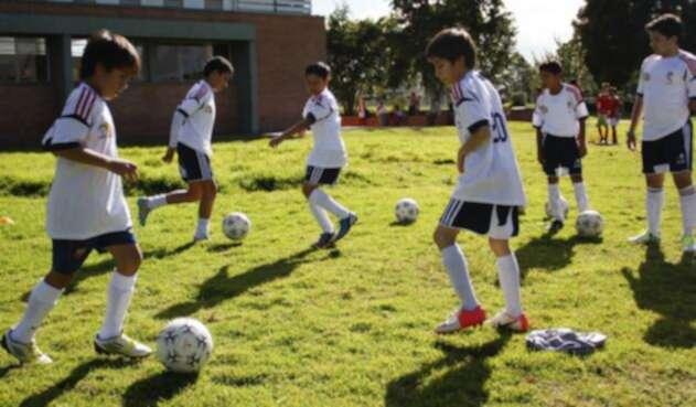 En varias regiones son importantes para la formación de los niños las escuelas de fútbol.