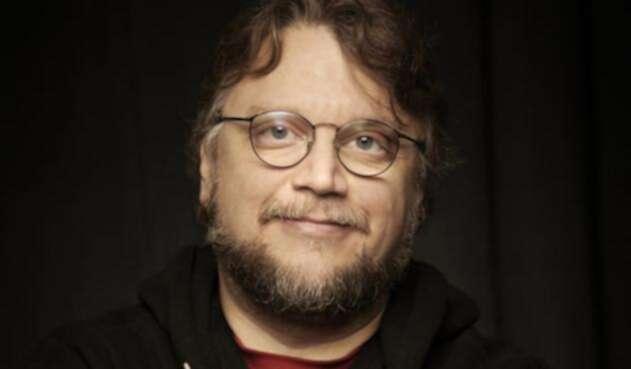Guillermo del Toro y la imagen promocional de Netflix anunciando el largometraje de Pinocho