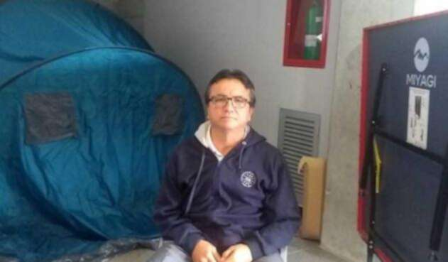 Siete días en huelga de hambre, cumple este lunes el docente de la Universidad de Caldas