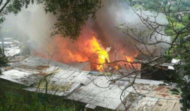 40 ranchos fueron consumidos por las llamas en el asentamiento humano