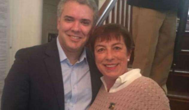 El presidente Iván Duque apareció así con Claudia Ortiz en redes sociales