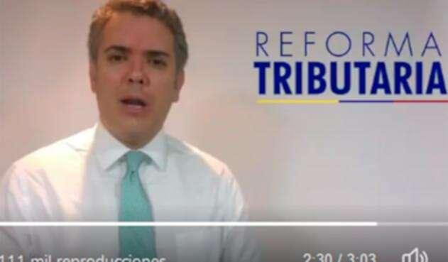 Iván Duque cuestionando la reforma tributaria del entonces presidente Juan Manuel Santos