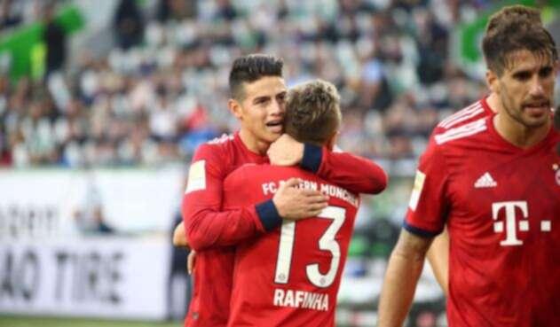 James Rodríguez celebra su gol con el Bayern ante el Wolfsburgo