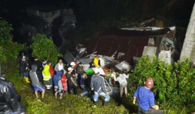 Organisos de socorro rescatan víctimas