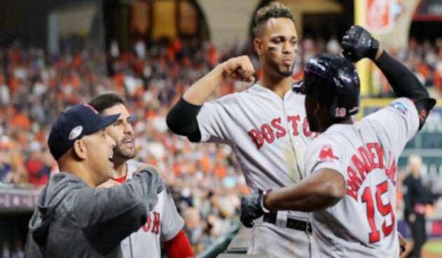 Los Medias Rojas de Boston vencieron 8x2 a los Astros de Houston.