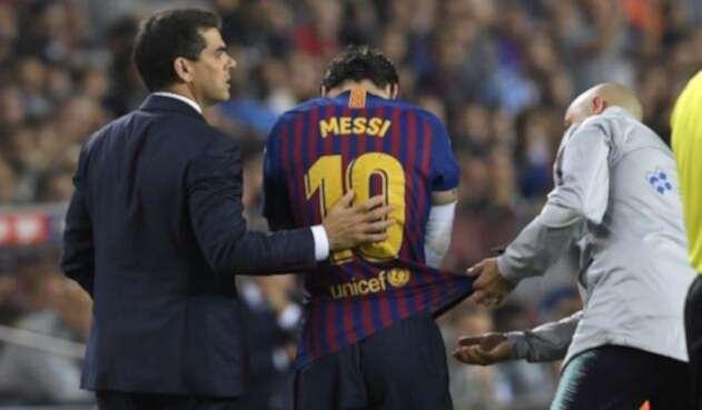 Messi sale lesionado en partido entre el Barcelona y el Sevilla