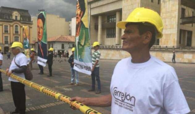 Manifestación pacífica al frente del Palacio de Justicia en Bogotá.