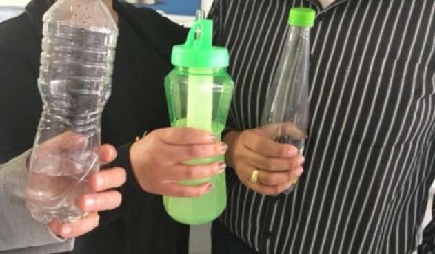 Botellas plásticas.