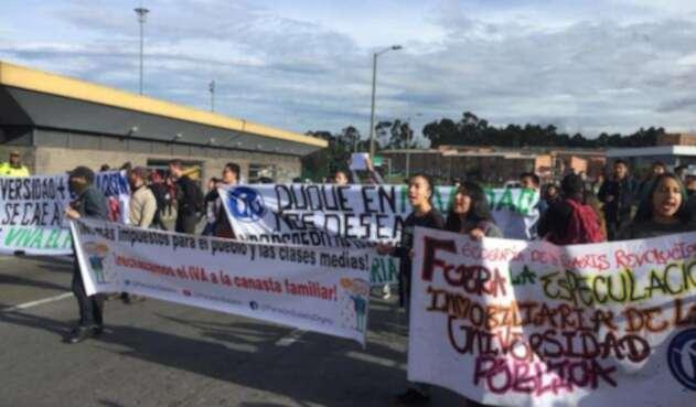 Protesta estudiantes universitarios en Usme