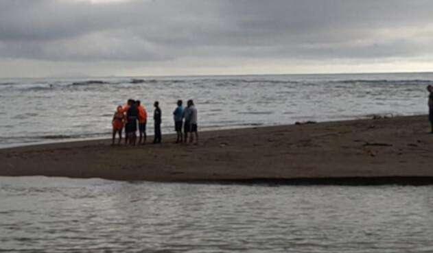 Colombiano intentó cruzar un río crecido