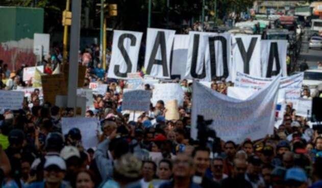 """De unos 30 millones de venezolanos, 18,7 millones """"no tienen garantías de acceso a diagnósticos ni a tratamientos""""."""