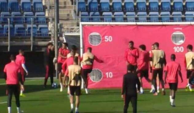 Serio Ramos en el momento del roce con Sergio Reguilón durante la práctica del Real Madrid