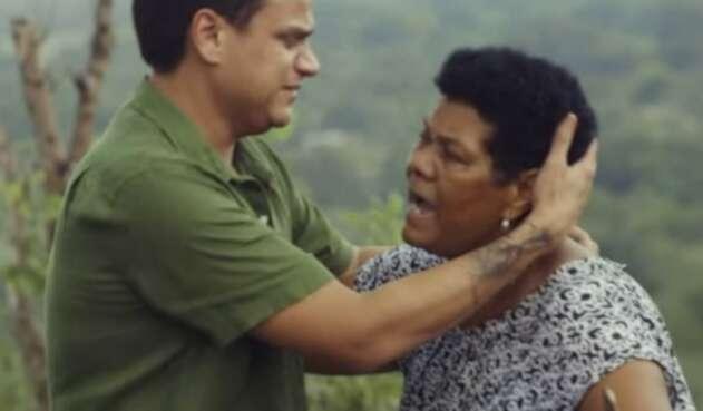 Silvestre Dangond abraza a María Atencio
