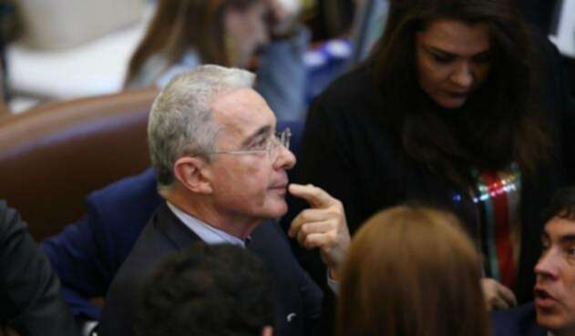 Álvaro Uribe Vélez hizo un llamado al ministro Alberto Carrasquilla frente al IVA a la canasta familiar