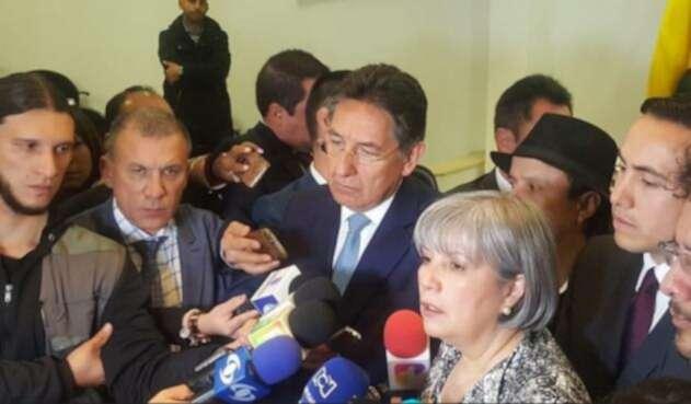 Fiscal Néstor Humberto Martínez y la presidenta de a JEP, Patricia Linares