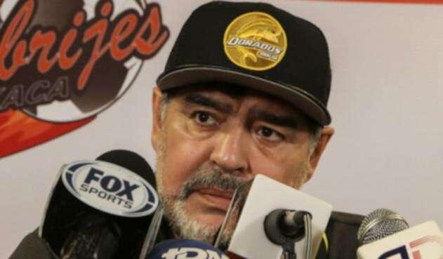 Diego Armando Maradona ante la prensa