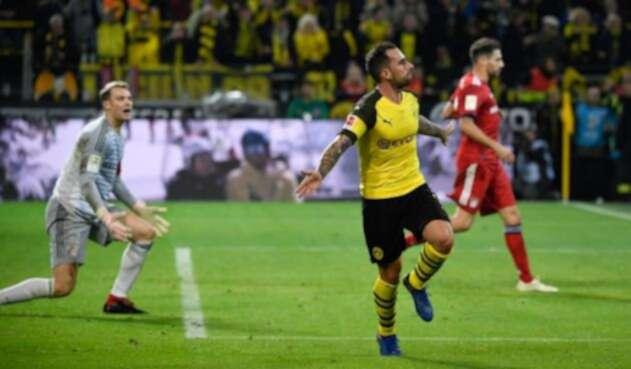 Paco Alcacer celebrando un gol del BvB ante el Bayern