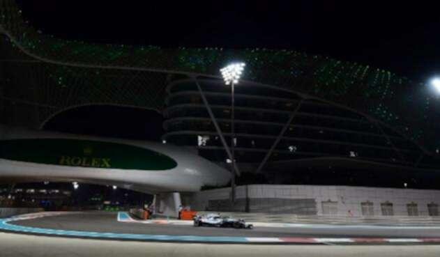 Lewis Hamilton en su Mercedes en el Gran Premio de Abu Dhabi