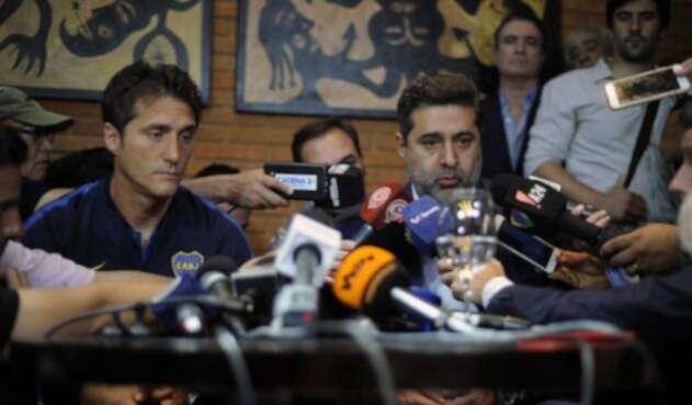 Guillermo Barros Schelotto y Daniel Angelici (DT y presidente de Boca Juniors en rueda de prensa)
