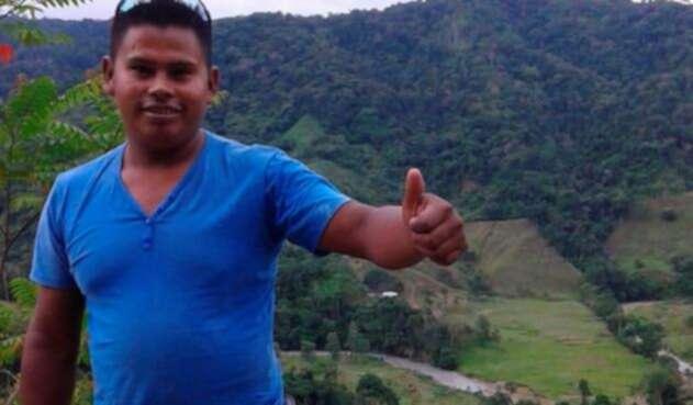Luis Fernando Peñate de 28 años de edad, desaparecido en Cáceres, Antioquia.