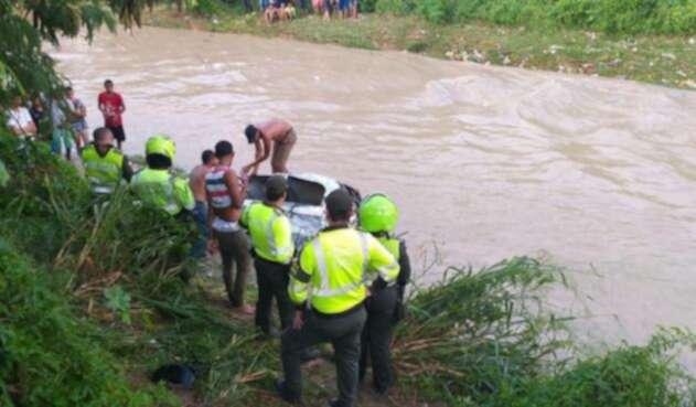 Madre e hija se encuentran desaparecidas tras ser arrastradas por fuerte arroyo en Soledad