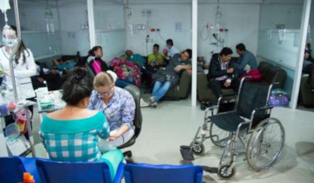 Pacientes esperan una solución a los problemas en el sistema de salud.