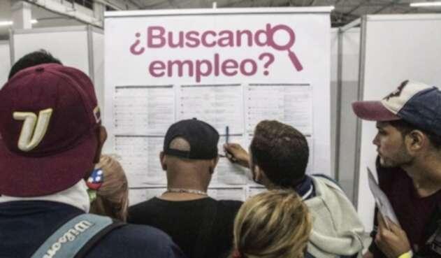 Venezolanos buscando empleo