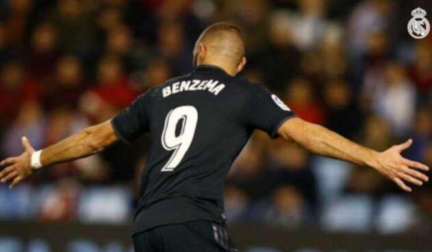Benzema celebrando un gol del Madrid