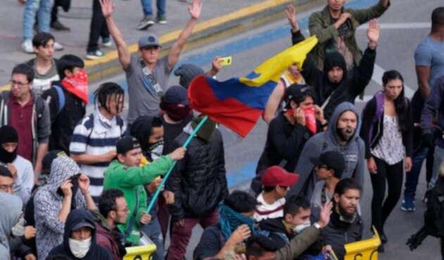 Estudiantes protestando en Bogotá