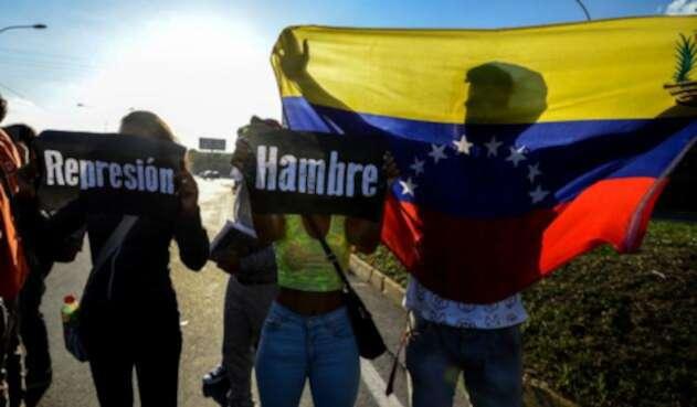Continua la migración masiva de miles de venezolanos hacia Colombia, Perú y Ecuador.