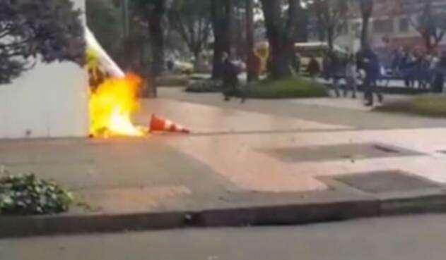Ataque a policía en marchas de estudiantes