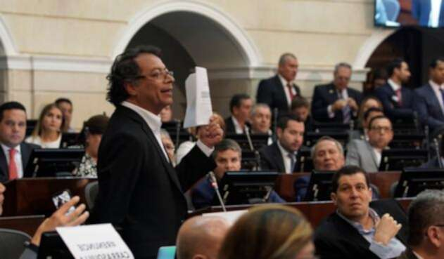 Gustavo Petro, congresista, en el Senado de la República