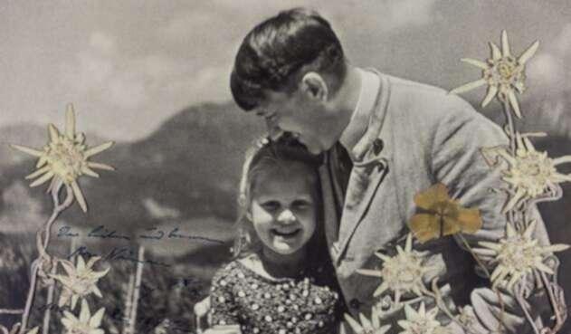 Adolf Hitler y Rosa Bernile Nienau, el 16 de junio de 1933 en Alemania